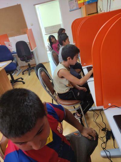 """Проект """"Равен достъп до училищно образование в условията на кризи"""" 18"""